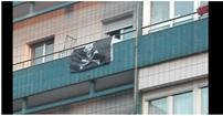 bandera en balcon